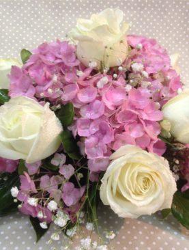 Composizione centrotavola bianco e rosa