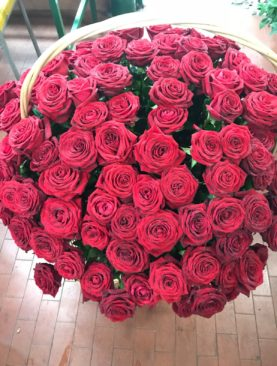100 rose rosse extra in cesto