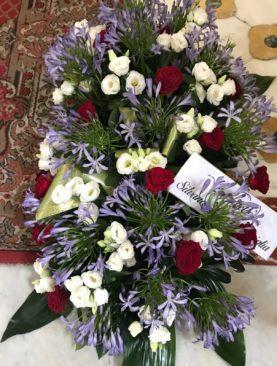 Cuscino funebre capandule, lisianthus e rose