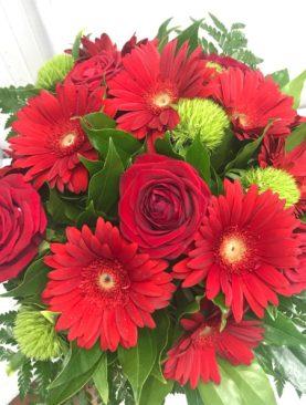 Bouquet rosso, gerbere e rose rosse