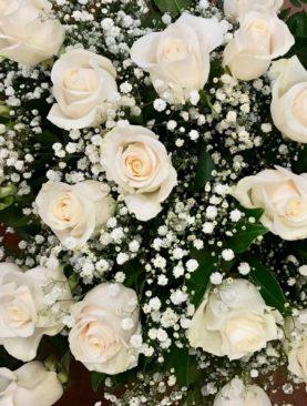 Bouquet di Rose Bianche e gipsofila