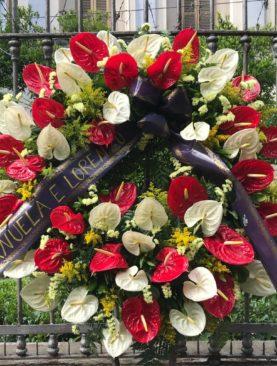 Corona funebre anthurium rossi e bianchi