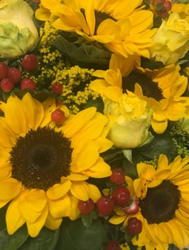 Bouquet di girasoli e rose gialle