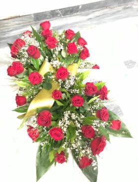 Cuscino funebre di rose rosse