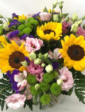Bouquet di fiori misti con girasoli