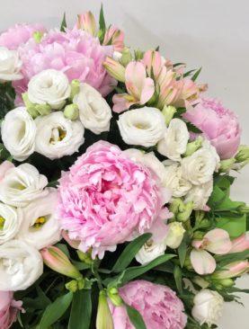 Cesto di fiori in spugna - Peonie e lisianthus